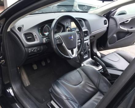VOLVO V40 Summun -Diesel - 93028 km - 10/2012