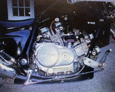 VERKOCHT  HONDA CHOPPER MOTOR  VF 750 CJ  ZWART  26012 KM