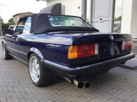 VERKOCHT  BMW E30 325I CABRIOLET BLAUW + LEDER